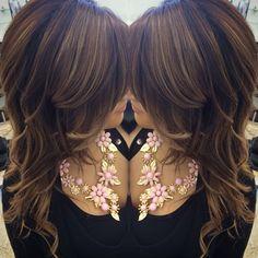 Like this dark brown with chestnut highlights Colored Highlights, Hair Highlights, Chestnut Highlights, Hair Color And Cut, Haircut And Color, Home Hair Salons, Fresh Hair, Layered Hair, Fall Hair