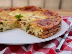 Clafoutis courgettes tomates mozzarella - The Best Breakfast and Brunch Spots in the Twin Cities - Mpls. Diet Recipes, Vegetarian Recipes, Healthy Recipes, Zucchini, Tomate Mozzarella, Omelette, Love Food, Food And Drink, Stuffed Peppers