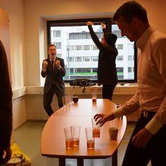 Perjantain afterwork Beer Pong turnaus käynnissä!✌️🍻 #afterit #työkaverit #goodtimes #beerpong
