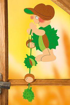 Dieses rotbäckige Kastanienmännchen-Fensterbild können Sie ganz leicht selbst basteln. Wir zeigen, wie's geht. © Christophorus Verlag Autumn Crafts, Spring Crafts, Autumn Activities, Fun Activities, Chicken Crafts, Diy And Crafts, Paper Crafts, Fall Decor, Holiday Decor