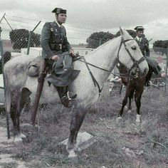 Guardia Civil a caballo.