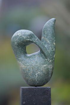 vogel gemaakt van serpentijn door Marjen Blanken