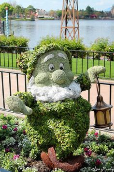 Top 20 Topiaries Garden Art. Gnome topiary ♥️ Kinda looks like one of the seven dwarfs but I'll pin it as a gnome.