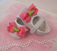 NEW LOT OF 2 SILVER MARY JANE TODDLER SHOES W/ PINK BOWS  SZ 7 (15 CM)