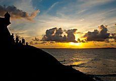 Amantikir significa a serra que chora em tupi-guarani. O novo livro de Ricardo Martins – fotógrafo premiado com o Jabuti no ano 2012, na categoria de melhor fotografia – traz paisagens, lendas e personagens da Serra da Mantiqueira, região de Mata Atlântica que se estende pelos estados de São P...