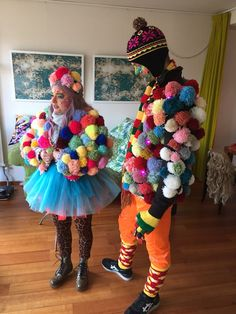 Our tools make it super simple to make 20 sizes of tassels and pompoms with the Pattiewack Tassel and Pompom Makers! Just wind, bind, tie, and cut! Mardi Gras Costumes, Diy Costumes, Cute Watermelon, How To Make Tassels, Pom Pom Crafts, Uppsala, Diy Art Projects, Geek Outfit, Hats For Men