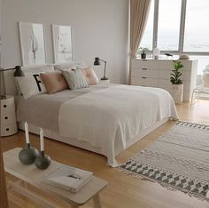 Girls Room Decor Ideas to Change The Feel of The Room Do you want to decorate a woman's room in your house? Here are 34 girls room decor ideas for you. Tags: girls room decor, cool room decor for girls, teenage girl bedroom, little girl room ideas Modern Scandinavian Interior, Scandinavian Bedroom Decor, Scandinavian Living, Suites, New Room, Girls Bedroom, Master Bedroom, Modern Bedroom, Bedroom Small