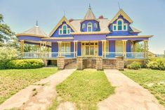 1910 Victorian In Ballinger Texas Victorian Architecture, Historical Architecture, Gas Energy, Old Mansions, Grand Homes, Custom Windows, Real Estate Companies, Victorian Homes, Old Houses
