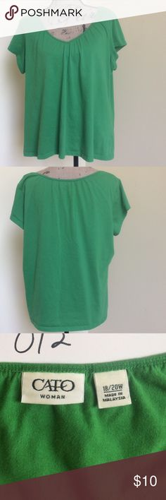 """CATO WOMAN GREEN VEE NECK T Casual green v-neck tee from Cato Woman. Soft gathers at neckline and has cap sleeves. This looks great with white or navy shorts and skirts! Flat/unstretched: width 25"""", back length 23"""". 60cotton/40poly. 18/20W Cato Woman Tops"""