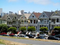 A mapped introduction to San Francisco's varieties of Victorians – Architecture Victorian Buildings, Victorian Architecture, Victoria Reign, Queen Victoria, San Francisco Travel, San Francisco Skyline, Interior Design History, Victoria House, Old Houses