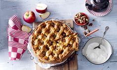 Een zakje appels, wat abrikozen, een handje noten en Zelfrijzend Amandelbakmeel: de belangrijkste ingrediënten voor deze heerlijke glutenvrije appeltaart.