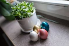Colorful Easter eggs decor.   Made in Poland  #handmade #madeinpoland #homedecor #eastereggs #decoreggs #metallicdecorations #justinecrafts #jdecor