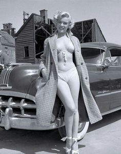 Marilyn Monroe. What a lovely figure. From a distance it looks like she is topless.