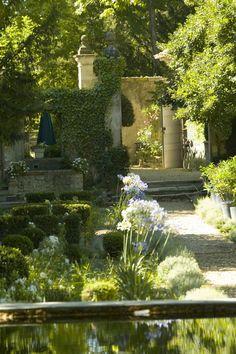 Romantisme des pierres séculaires, des jeux d'eau et de la verdure.