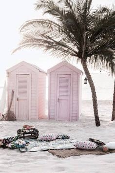 Pink surf shakes on the beach. Summer Vibes, Summer Beach, Pink Beach, Pink Summer, Style Summer, Summer Fun, Pink Ocean, Summer Colours, Colors