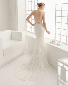 Lace and Chantilly bridal gown. Rosa Clará 2016 Collection.