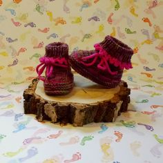 Sweet baby shoes made of mottled wool in one piece handknitted and therefore without seams. Knit Baby Shoes, Baby Knitting, Knitted Baby, Crochet Borders, Pink, Wool, Sweet, Hot Pink Fashion, Creative Products