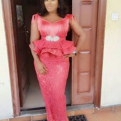 Super Cute Aso Ebi Lace and Fringe Combination Gowns for Beautiful Ladies.Super Cute Aso Ebi Lace and Fringe Combination Gowns for Beautiful Ladies African Lace Styles, African Lace Dresses, African Fashion Dresses, African Style, African Beauty, Nigerian Lace Dress, African Blouses, Aso Ebi Styles, Ankara Styles