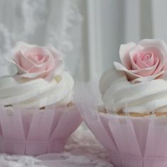 loving the tulle cupcake holders, how cute!