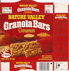 Nature Valley granola bars-i liked the green box Retro Recipes, Vintage Recipes, Discontinued Food, Nature Valley Granola, Old Fashioned Candy, Barbie Food, Vintage Candy, After School Snacks, Granola Bars