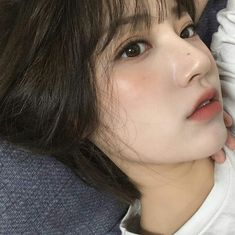 What is korean skin care routine? Why is korean skin care so popular? Korean beauty is a bit more than merely ten steps and sheet face masks. Pretty Korean Girls, Korean Beauty Girls, Pretty Girls, Asian Short Hair, Asian Hair, Beautiful Chinese Women, Beautiful Asian Girls, Korean Beauty Routine, Simple Girl
