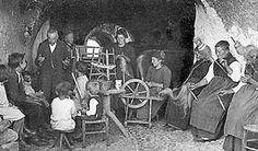"""Vecchie storie di paura in Garfagnana Era proprio in queste sere invernali che i nostri nonni si riunivano """"a veglio"""" nelle case, ed era proprio in questi luoghi davanti a delle scoppiettanti """"mondine"""" e all'aspro vino che nascevano stor #paura #garfagnana #veglia #tradizioni"""