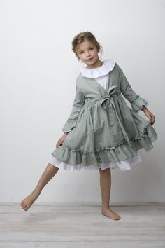 Cute girl's nightgown and robe Fashion Niños, Kids Fashion, Maid Dress, Little Girl Dresses, Vintage Girls Dresses, Kid Styles, Kind Mode, Kids Wear, Night Gown