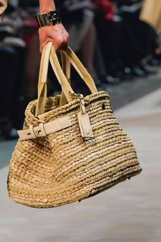 Woven Raffia Bag Trend for Spring Summer Loewe Spring Summer Trend Fashion, Fashion Bags, Ethno Style, Dolce E Gabbana, Boho Bags, Summer Bags, Spring Summer, Cute Bags, Knitted Bags