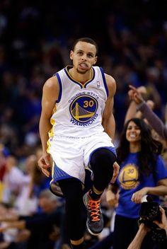 Stephen Curry Golden State Warriors Golden State Basketball, Love And Basketball, Curry Warriors, Warriors Vs, Nba Wallpapers Stephen Curry, Golden State Warriors Wallpaper, Warriors Basketball Team, Ryan Curry, Nba Bulls