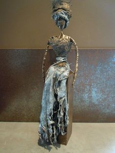 Statue in Powertex - The Mum Canvas Contemporary paintings Sculpture Metal, Paper Mache Sculpture, Sculptures Céramiques, Sculpture Ideas, Button Art, Stone Art, Fabric Art, Contemporary Paintings, Mixed Media
