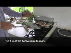 Preparing & cooking a pizza in the Chadwick Oven HD