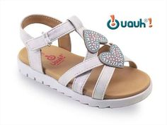 Sandalias Niña Blancas Modelo Pitty Grey Plata Kid Shoes, Baby Shoes, All About Shoes, Girls Sandals, Little Girls, Kids Outfits, Footwear, Sky, Children