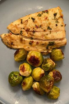 Easy and delicious grilled halibut recipe with honey and lemon will have you falling in love with fish for the first time, or all over again! Enjoy a healthy and delicious meal ready in just minutes! The trick with fish. #grilledhalibut #halibut
