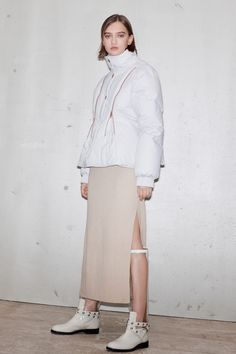See by Chloé Pre-Fall 2019 Fashion Show Collection: See the complete See by Chloé Pre-Fall 2019 collection. Look 13 Fashion Poses, Fashion News, Fashion Brands, Women's Fashion, Street Fashion, Fashion Outfits, Fashion Design, Silhouettes, Vogue Russia