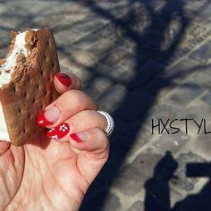 IHANA Aurinkoinen Kevät, Jäätelö ja JUHLA Kynnet, Söpöt vai mitä? ELÄMÄN TYYLI, Nautin Pienistä&Ihanista asioista☺SUOSITTELEN. SELFIE mielenkiinotinen, valo&varjo HYMY #blogi #elämä #nauti #kevät #kynnet #jäätelö #päivä #asiat #pienet #hymy ☺☺