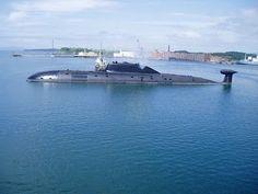 El largamente esperado por India submarino nuclear de ataque clase Akula-II, procedente de Rusia, no será entregado en 2010 según lo previsto. La Armada India rechaza el submarino ya que considera que Rusia no ha entrenado adecuadamene a la dotación.