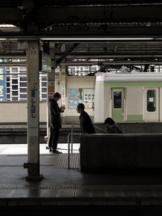 Yamanote candid - 日曜日  canon Powershot G1X  新橋駅 12/07/2014