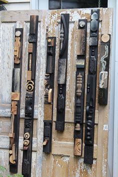 Frank L. Wright Stickley Wood Construction Relief Assemblages for the Wall Louise Nevelson Arts &Crafts Mission Sticks Handmade Collages Louise Nevelson, Spirit Sticks, Pallet Wall Art, Wood Wall Art, Wood Picture Frames, Picture On Wood, Totems, Art Mural Palette, Old Wooden Chairs