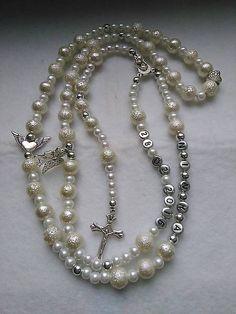 Ruženec s menom a dátumom E016 / mindarka - SAShE.sk Pearl Necklace, Pearls, Jewelry, Jewellery Making, Jewlery, Beaded Necklace, Beads, Jewelery