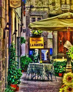 Trattoria La Grotta, Cortona, Tuscany, Italy, I had lunch here! I had the pici! Beautiful World, Beautiful Places, Places To Travel, Places To Go, Toscana Italia, Sidewalk Cafe, Under The Tuscan Sun, Outdoor Cafe, Famous Castles