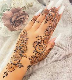 Back Hand Mehndi Designs, Beautiful Henna Designs, Arabic Mehndi Designs, Simple Mehndi Designs, Bridal Mehndi Designs, Mehandi Designs, Mehndi Style, Simple Henna, Handmade Crafts