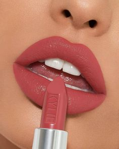 Lippenstift und Lippen Make-up Lipstick and lip makeup Best Lipstick Brand, Lipstick Brands, Best Lipsticks, Lipstick Dupes, Mac Lipstick Colors, Summer Lipstick, Kylie Lipstick Shades, Liquid Lipstick, Dusty Rose Lipstick