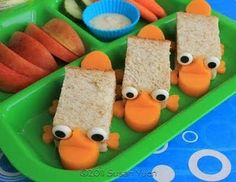 Make these cute Perry the Platypus, a. Agent Perry from Phineas and Ferb. These are mini sandwiches with cheddar details and candy ey. Mini Sandwiches, Finger Sandwiches, Cute Food, Good Food, Phineas And Ferb Perry, Snacks Für Party, Party Favors, Perry The Platypus, Boite A Lunch