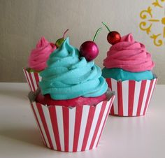 Pink & turquoise cupcakes!!! Eeek my 2 fave colors!!!