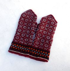 Hand knitted mittens, knitted latvian mittens, knit patterned mitts, winter gloves, knitting faire isle hand warmers, red gray mittens by peonijahandmadeshop on Etsy