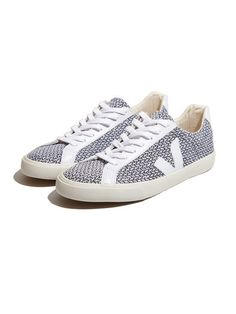Veja Esplar Low Blend in black and white is perfect for spring! #shoes #sneakers #spring #fashion