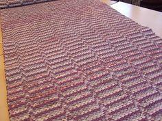 Kuvahaun tulos haulle väva matta med kant i stället för fransar Weaving, Rag Rugs, Blanket, Diy, Home Decor, Brown, Check, Decoration Home, Bricolage