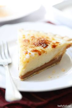 Caramel Creme Brulee Pie recipe is a fun take on classic Creme Brule with a pie crust and an added layer of caramel. This dessert is so easy and absolutely sublime! Creme Brulee Pie Recipe, Creme Brulee Cake, Chocolate Creme Brulee, Creme Brulee Cheesecake, Easy Chocolate Pie, Cream Brulee, White Chocolate, Pie Dessert, Eat Dessert First