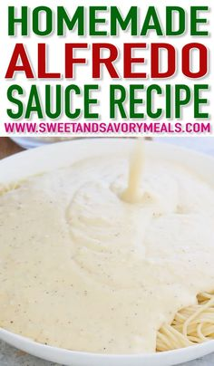 Homemade Alfredo Sauce (Video) - Sweet and Savory Meals Homemade Alfredo Sauce is rich, creamy, and super easy to make from scratch. Homemade Alfredo Sauce is rich, creamy, and super easy to make from scratch. Molho Alfredo, Good Food, Yummy Food, Homemade Sauce, Easy Homemade Alfredo Sauce, Homemade Seasonings, Comfort Food, Food Dishes, Italian Recipes