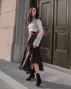 Your Go-To Resource for Natural Beauty Tips and A Sustainable Lifestyle Made in Tuscany! Ruffle Skirt, Sequin Skirt, Fotos Do Instagram, Cool Outfits, Fashion Outfits, Natural Beauty Tips, Long Jackets, Love At First Sight, Levis